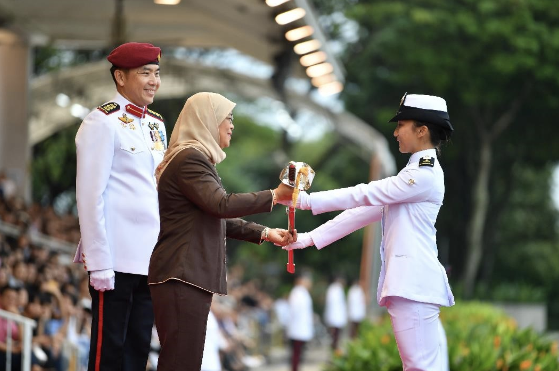 President Halimah Yacob presenting the Sword of Honour to Midshipman (MID) Allison Tan from the Republic of Singapore Navy. Photo courtesy: Mindef