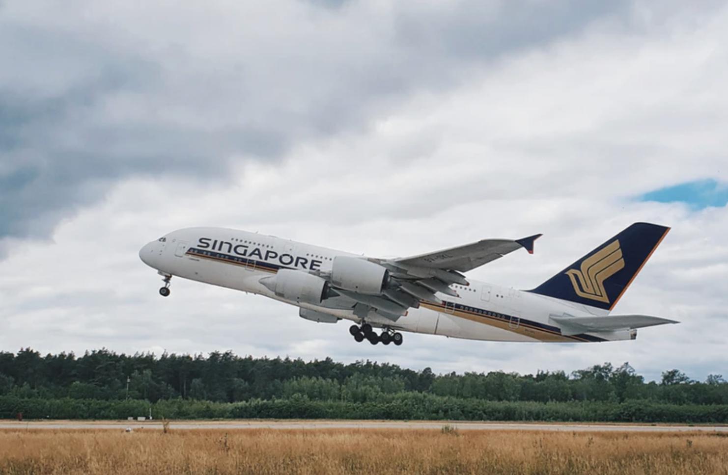 Singapore Airlines plane taking off. Photo courtesy: unsplash