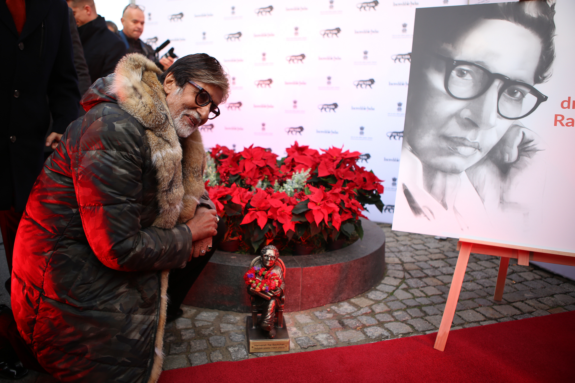 Amitabh Bachchan also unveiled a commemorative sculpture honouring his poet father, the late Harivansh Rai Bachchan