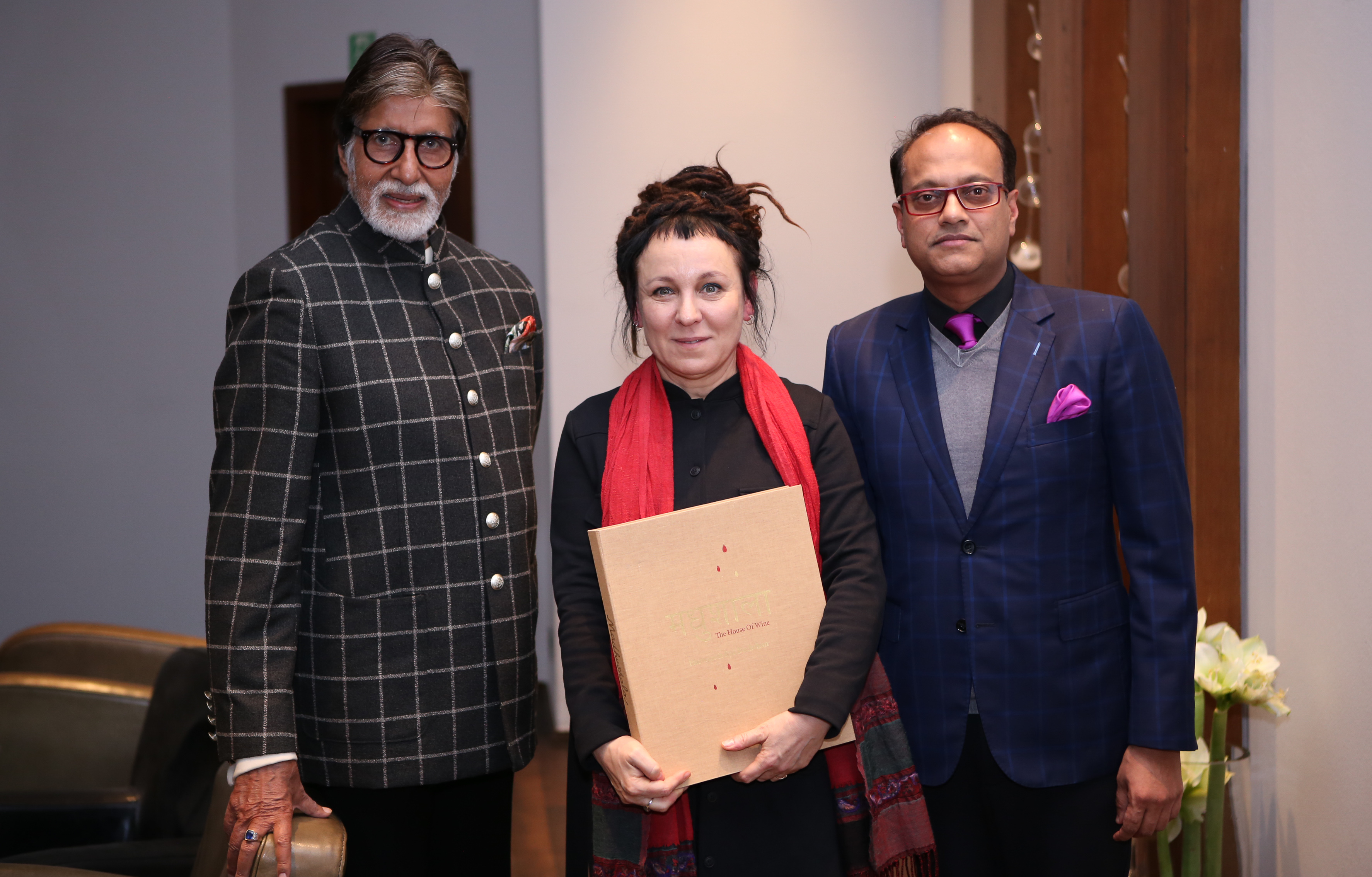 Amitabh Bachchan with Nobel Prize winner Olga Tokarczuk and Kartikey Johri, Honorary Consul of the Republic of India in Wrocław.