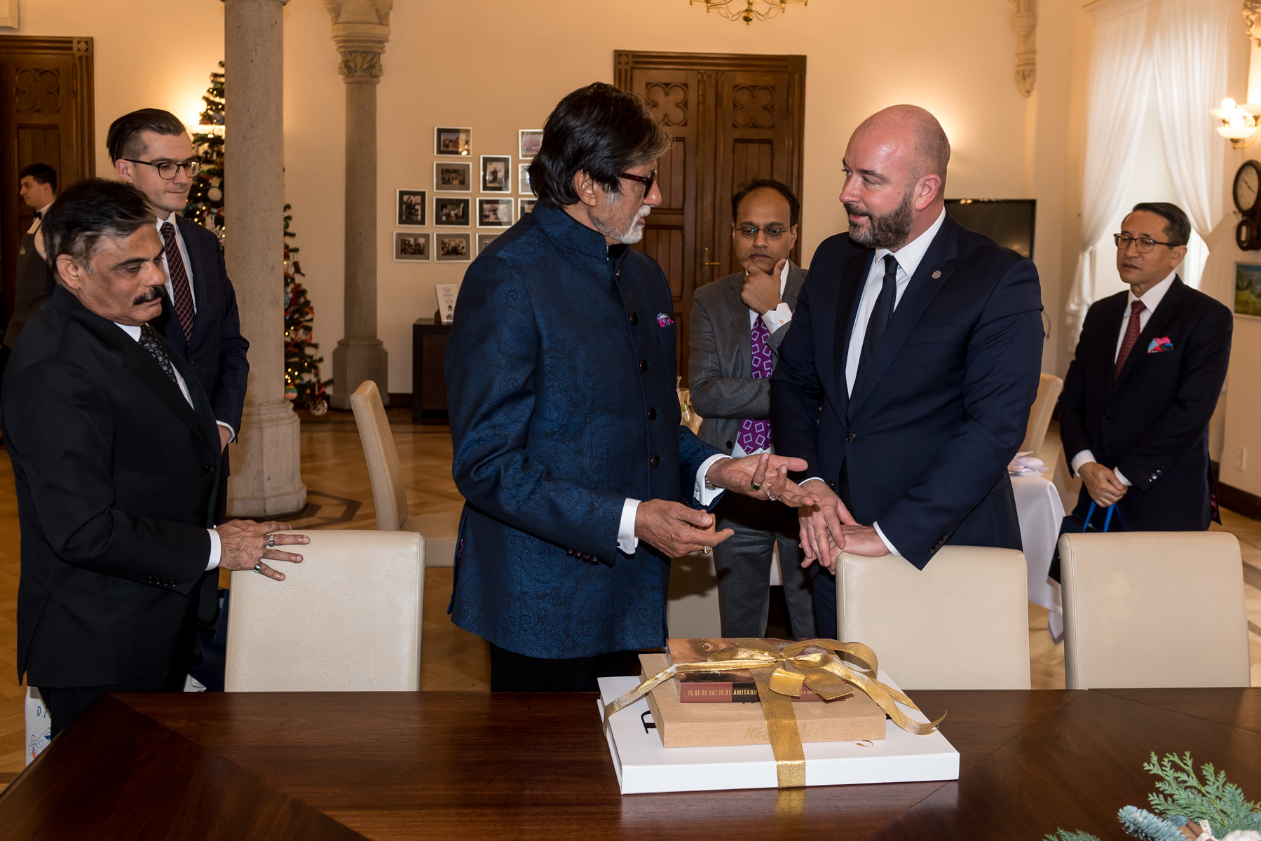 Amitabh Bachchan was invited to Wrocław by Jacek Sutryk, President of Wrocław in March 2019 when he visited Mumbai