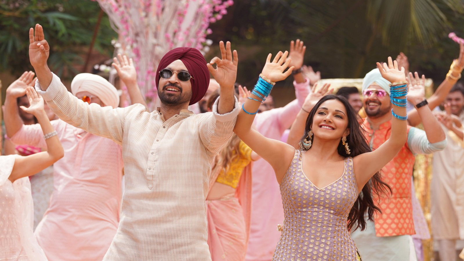 Diljit Dosanjh (as Honey) and Kiara Advani (as Moni) are the proverbial Chandigarh couple who dances with delightful abandon at every opportunity. Photo Courtesy: Zee Studios