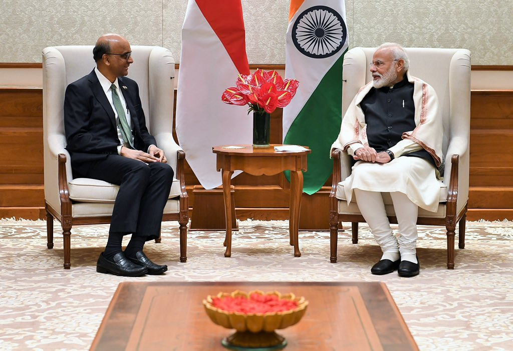 The Indian PM extended his warm New Year's wishes to Shanmugaratnam and through him to Lee Hsien Loong, Prime Minister of Singapore.