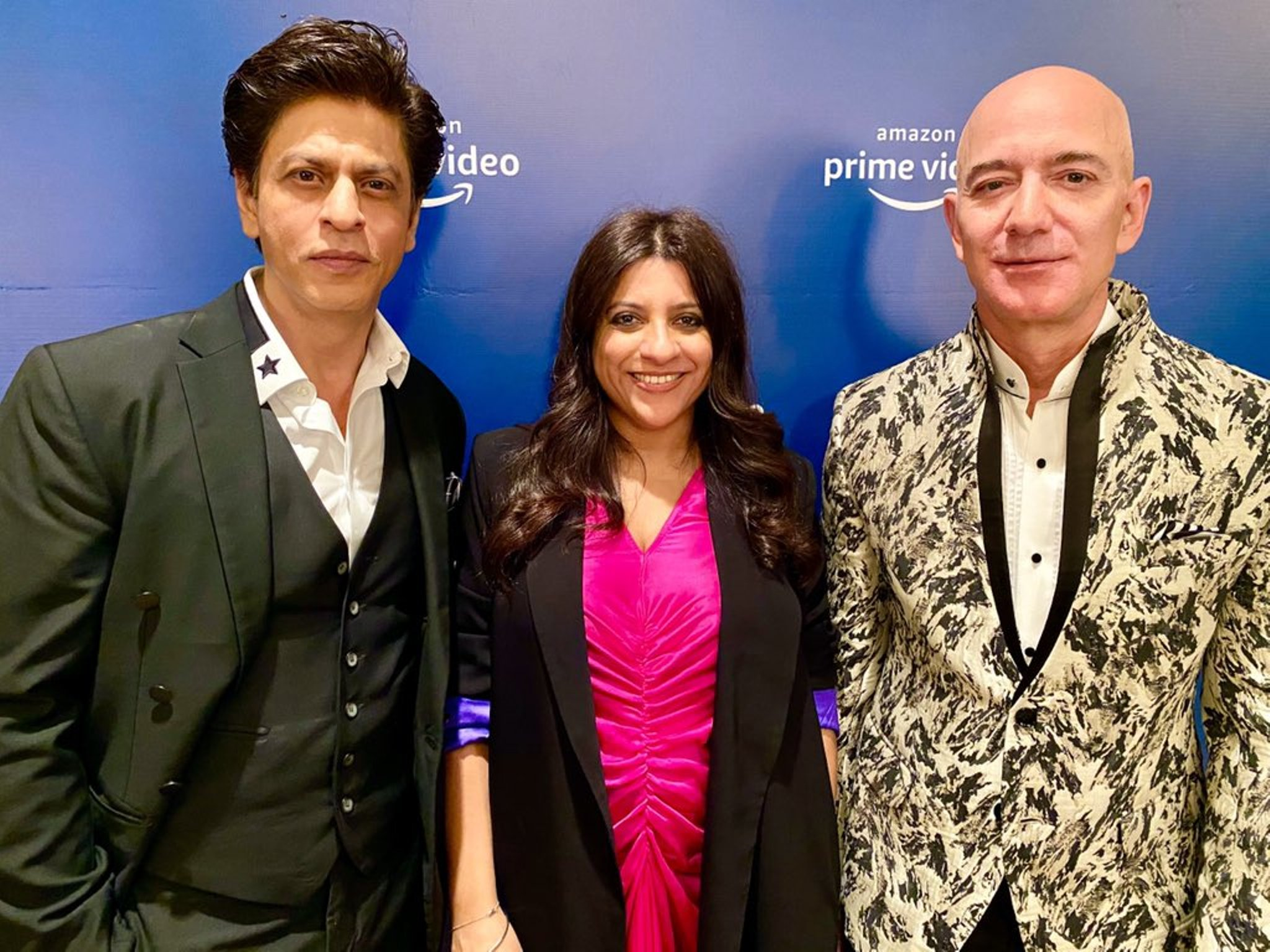 Amazon CEO Jeff Bezos (right) with Bollywood superstar Shah Rukh Khan (left) and Zoya Akhtar. Photo courtesy: Twitter/@iamsrk