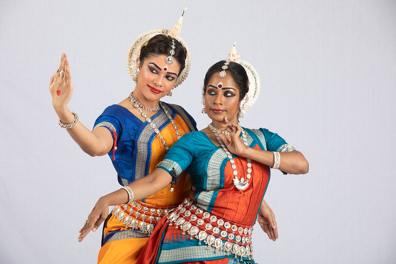 The two Indian classical dancers, Kalaivani Kumareswaran and Aarthi Subash, will focus on the very essence of Odissi — strength coupled with grace. Photo courtesy: Esplanade