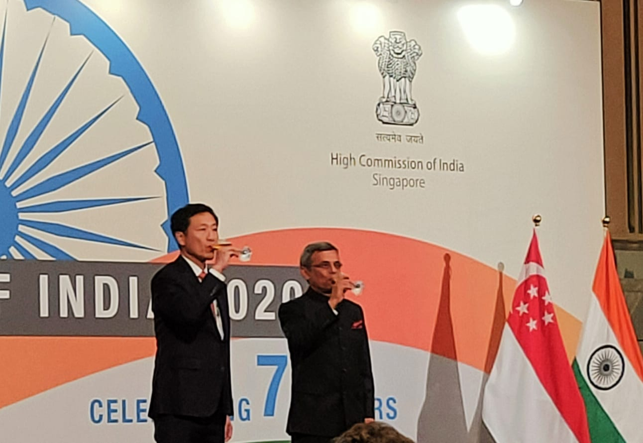 Guest of Honour Ong Ye Kung, Minister for Education, Singapore joined the High Commissioner on stage for the toast. Photo: Connected to India