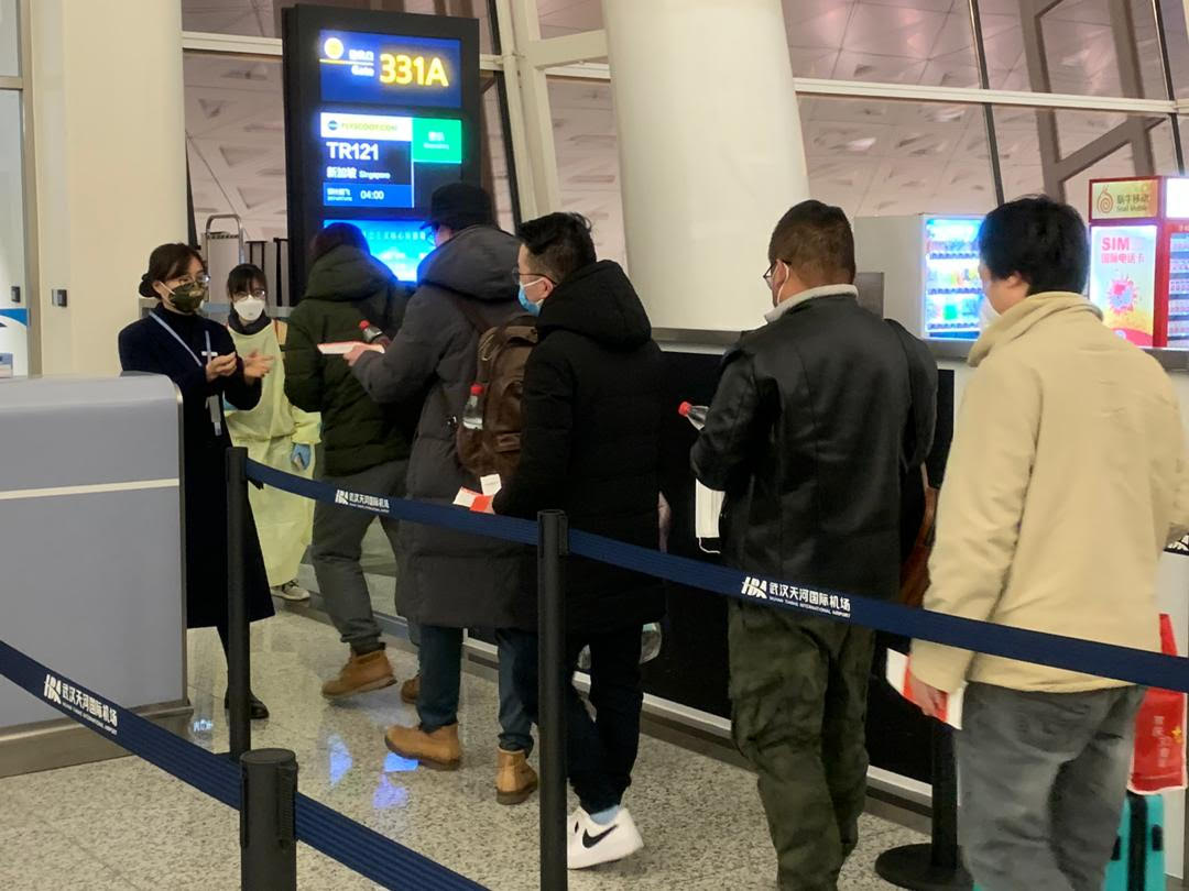 Singaporeans queueing up at Wuhan Tianhe International Airport to board flight to return home. Photo courtesy: mfa.gov.sg
