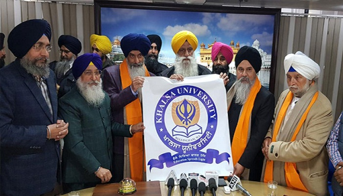 SGPC senior vice president Rajinder Singh Mehta presented him a 'siropa' (robe of honour), a replica of the Golden Temple and memorial coins and religious books.