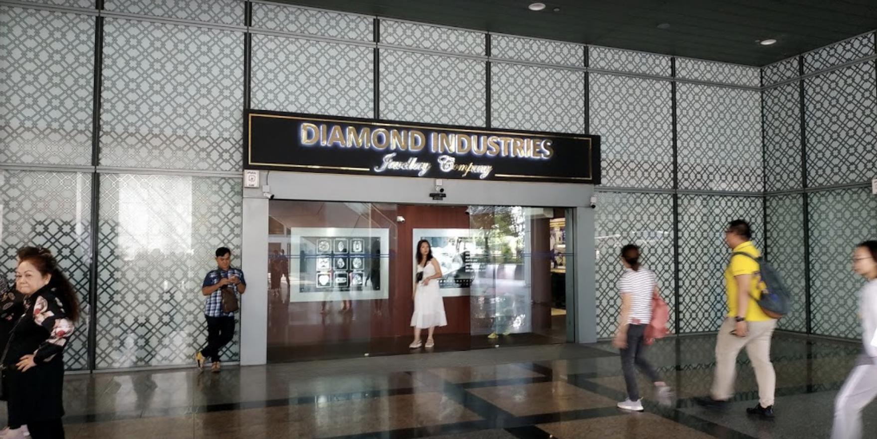 Diamond Industries Jewellery Company. Photo courtesy: Vu Hao Tran