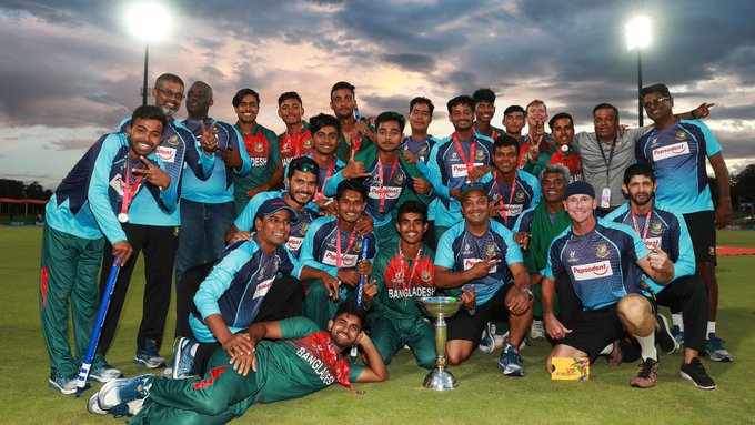 The Bangladesh cricket team with the ICC U19 World Cup trophy. Photo courtesy: Twitter/@BCBTigers