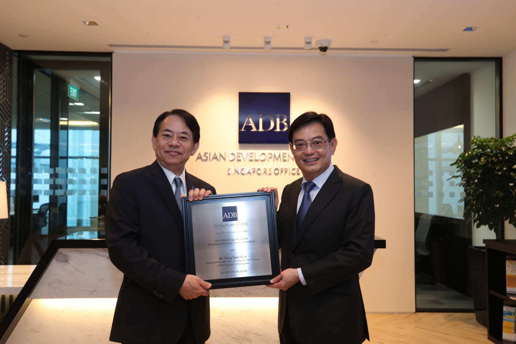President of the Asian Development Bank Masatugu Asakawa and Singapore Deputy Prime Minister and Minister for Finance Heng Swee Keat launched the new ADB office in Singapore on March 5, 2020. Photo courtesy: Facebook/Heng Swee Keat