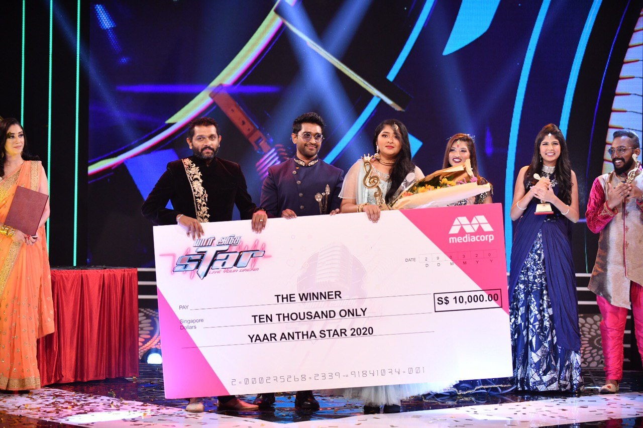 Meenakshy bagged a cash prize of SGD 10,000 and signed in on an opportunity to sing a special composition by music director Shabir for a Kollywood film.  Photo Courtesy: Vasantham