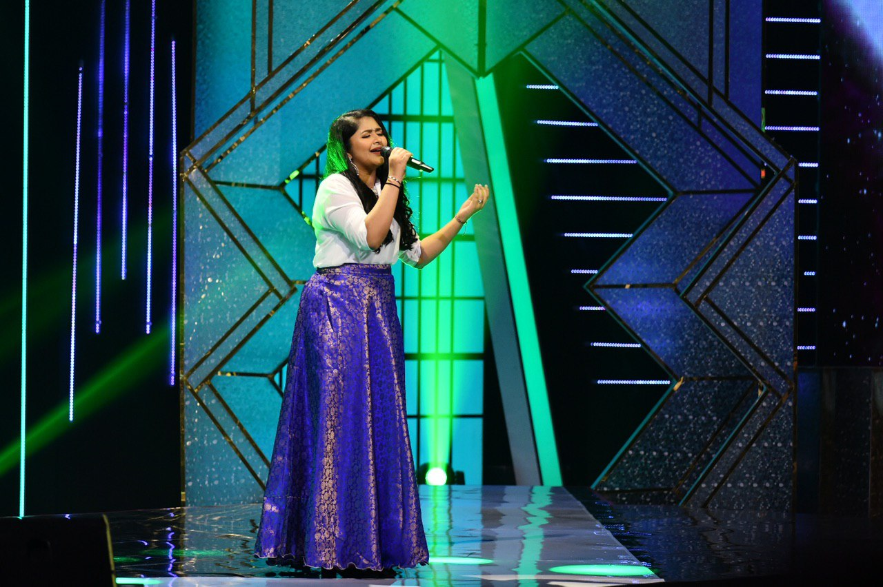 Meenakshy's rendition of Ezhu Swarangalukkul Ethanai Paadal, originally sung by the mellifluous Vani Jayaram, in the penultimate round received very positive comments. Photo Courtesy: Vasantham