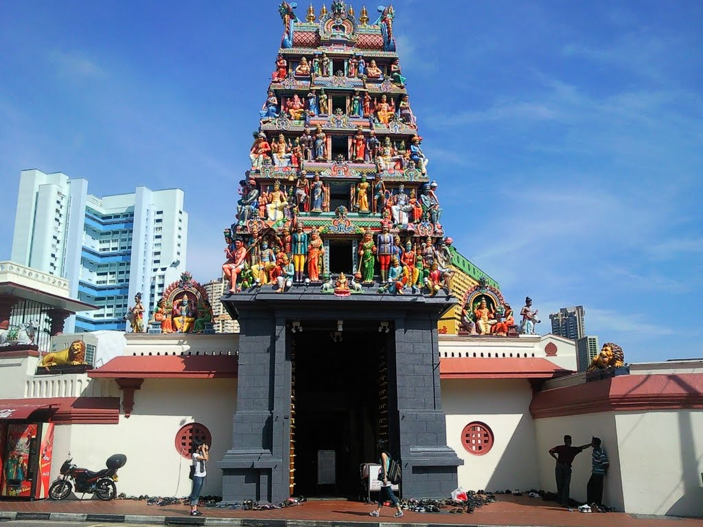 Sri Mariamman Temple at South Bridge Road is one of the oldest temple in Singapore. Photo courtesy: wizardofwonders