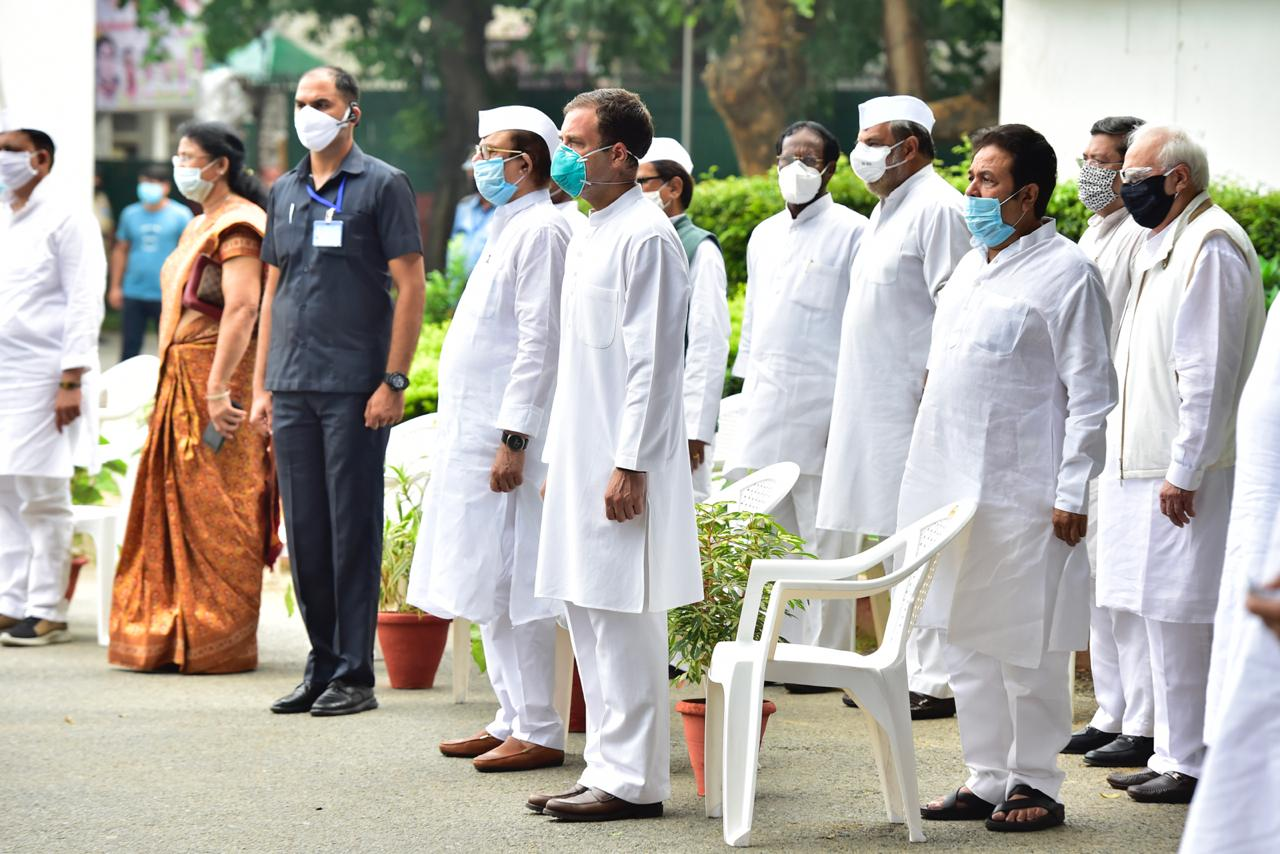 Members of the Indian NAtional Congress during their Independence Day ceremony at party headquarters. Congress president Sonia Gandhi, leaders Rahul Gandhi and AK Antony were among those present. Photo courtesy: Twitter/@INCIndia