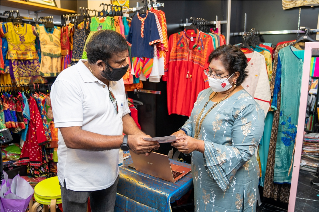 Prema Mahalingam of Aaria Creations interacting with Dr Chandroo, Chairman of SICCI. Aaria Creations is a book and boutique shop in Little India. Photo courtesy: SICCI