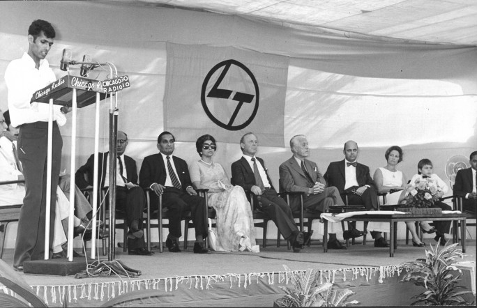 CEREMONY HELD FOR MR. GUNNAR HANSEN BEFORE HE LEFT LARSEN & TOUBRO AND INDIA, 1974 IMAGE COURTESY: HANSEN FAMILY ARCHIVES