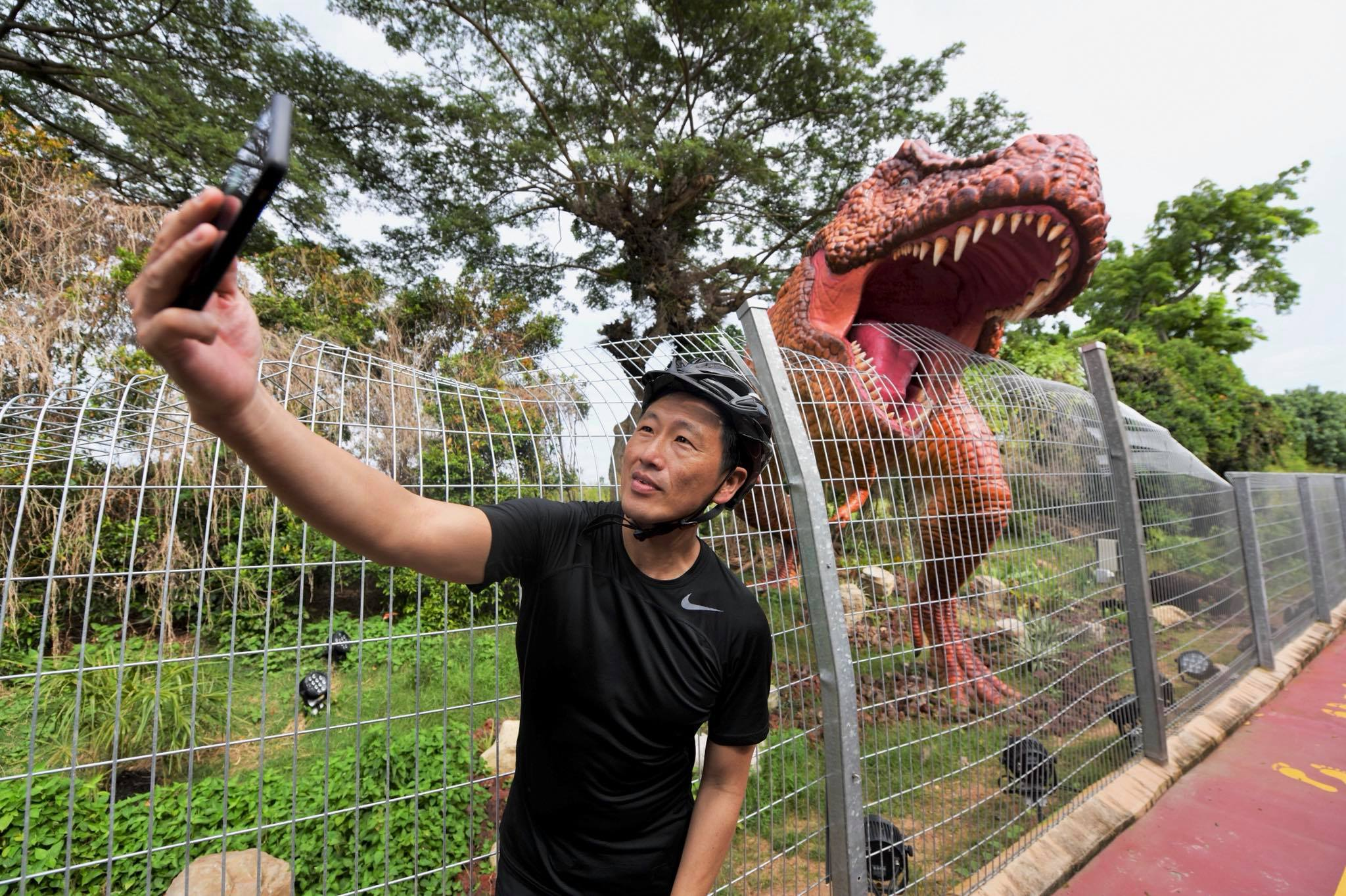 Ong Ye Kung, Minister for Transport, officiated the opening of the Changi Airport Connector and took a selfie with the T-Rex! Photo courtesy: Facebook/Ong Ye Kung