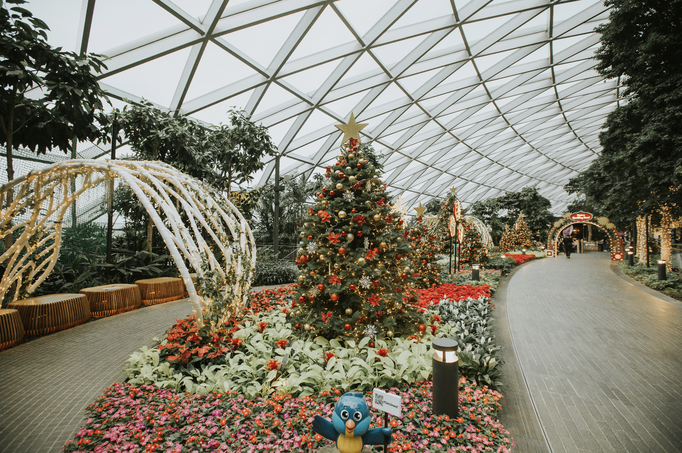 Jewel's Canopy Park decked out in festive decorations to bring the holiday spirit to visitors. Photo courtesy: Changi Airport