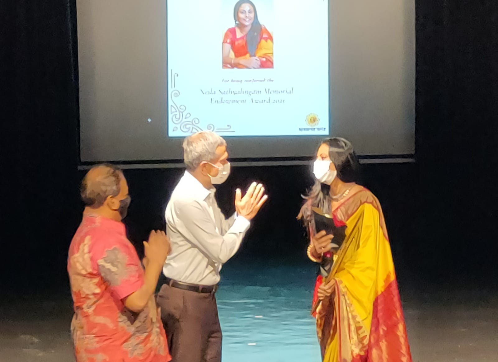 This year, Apsaras Arts presented the Neila Sathyalingam Memorial Endowment Award to dancer Meera Balasubramanian. Photo : Connected to India