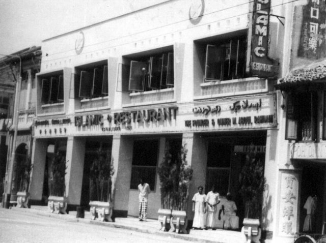 The first Islamic Restaurant was opened by Chef M Abdul Rahiman in 1921 in North Bridge Road. Photo courtesy: Islamic Restaurant