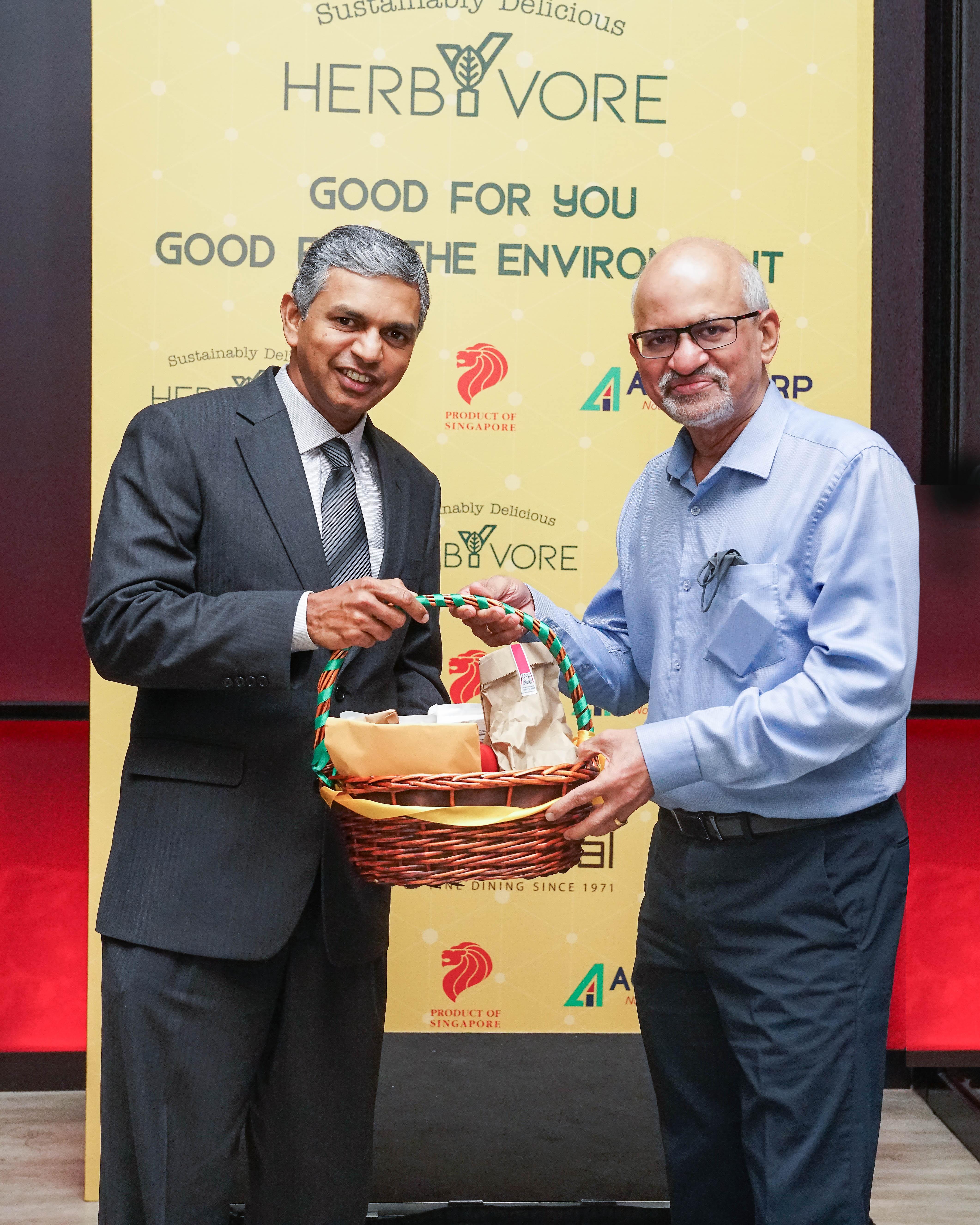 Mr. VIjay Iyengar with H.E. P. Kumaran, Indian Ambassador to Singapore. Photo courtesy: Agrocorp