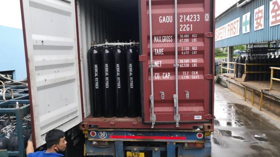 O2 Cylinders going from Singapore to Chennai. Photo courtesy: www.iimalumni.sg
