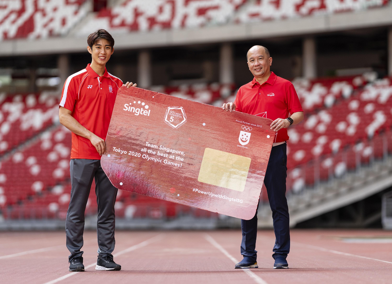 Singtel Group CEO Yuen Kuan Moon and Singtel partner athlete Loh Kean