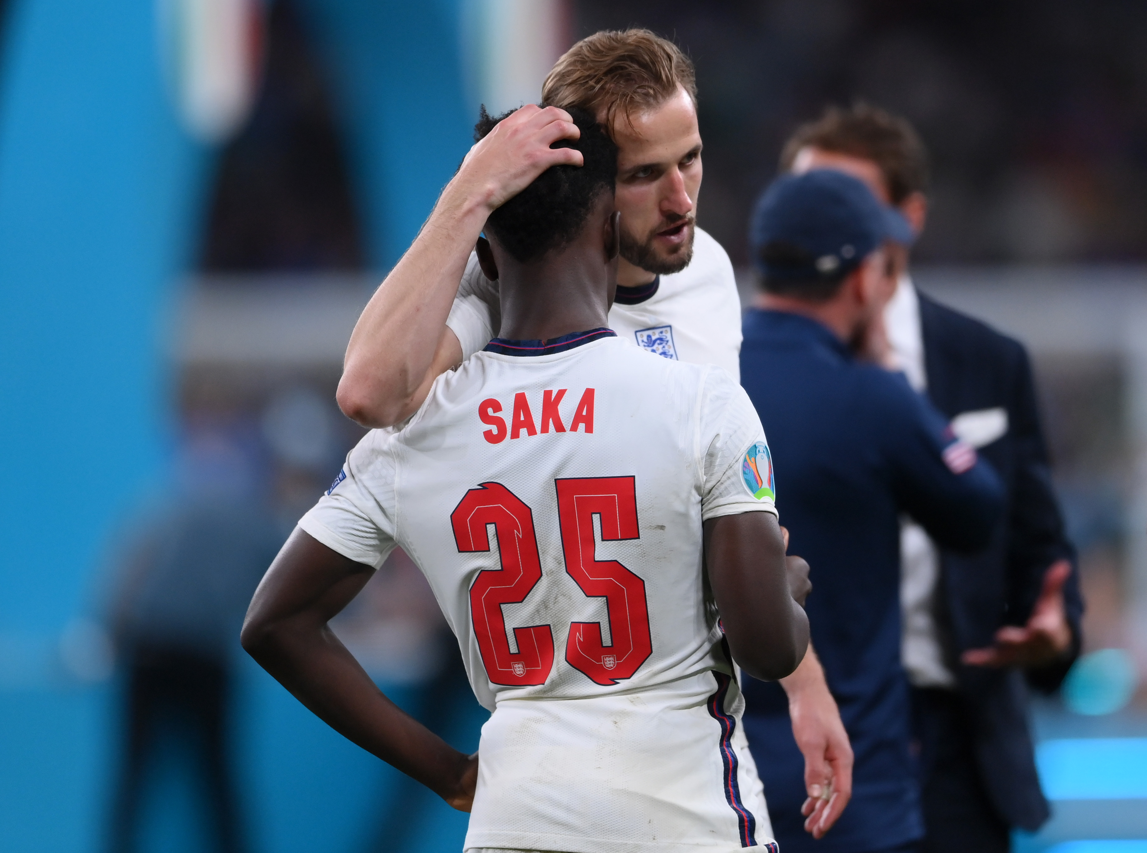 England football captain Harry Kane consoles Bukayo Saka after the team's loss in the Euro 2020 final. Photo courtesy: Twitter/@England