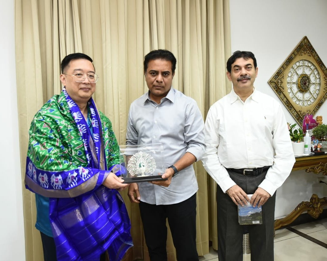 A delegation headed by the High Commissioner of Singapore also called on IT and Industries Minister KT Rama Rao yesterday.