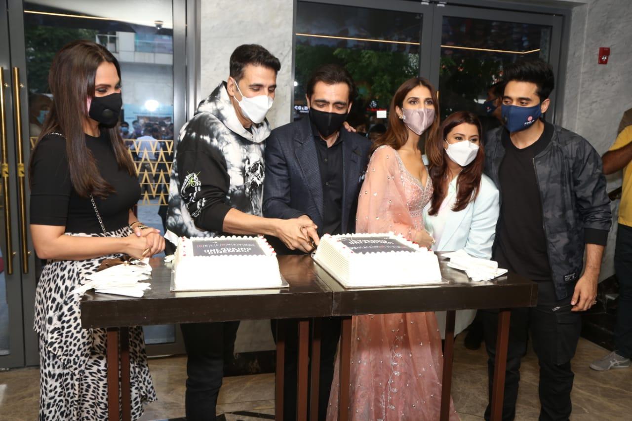 Akshay Kumar, Vaani Kapoor, Lara Dutta, Jackky Bhagnani, Deepshikha Deshmukh, Ajay Bijli