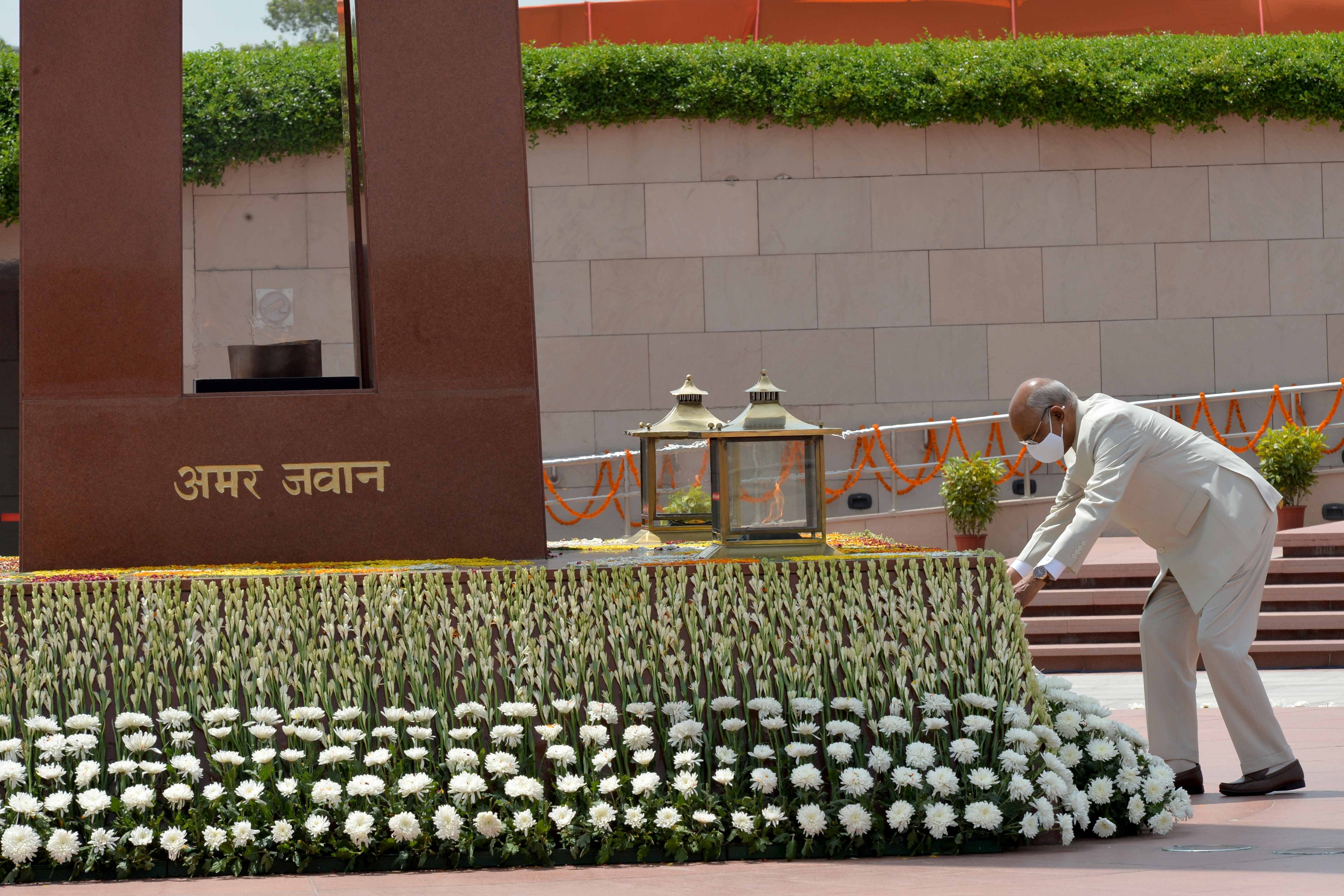 President Ram Nath Kovind paid homage at National War Memorial on the occasion of 75th Independence Day.