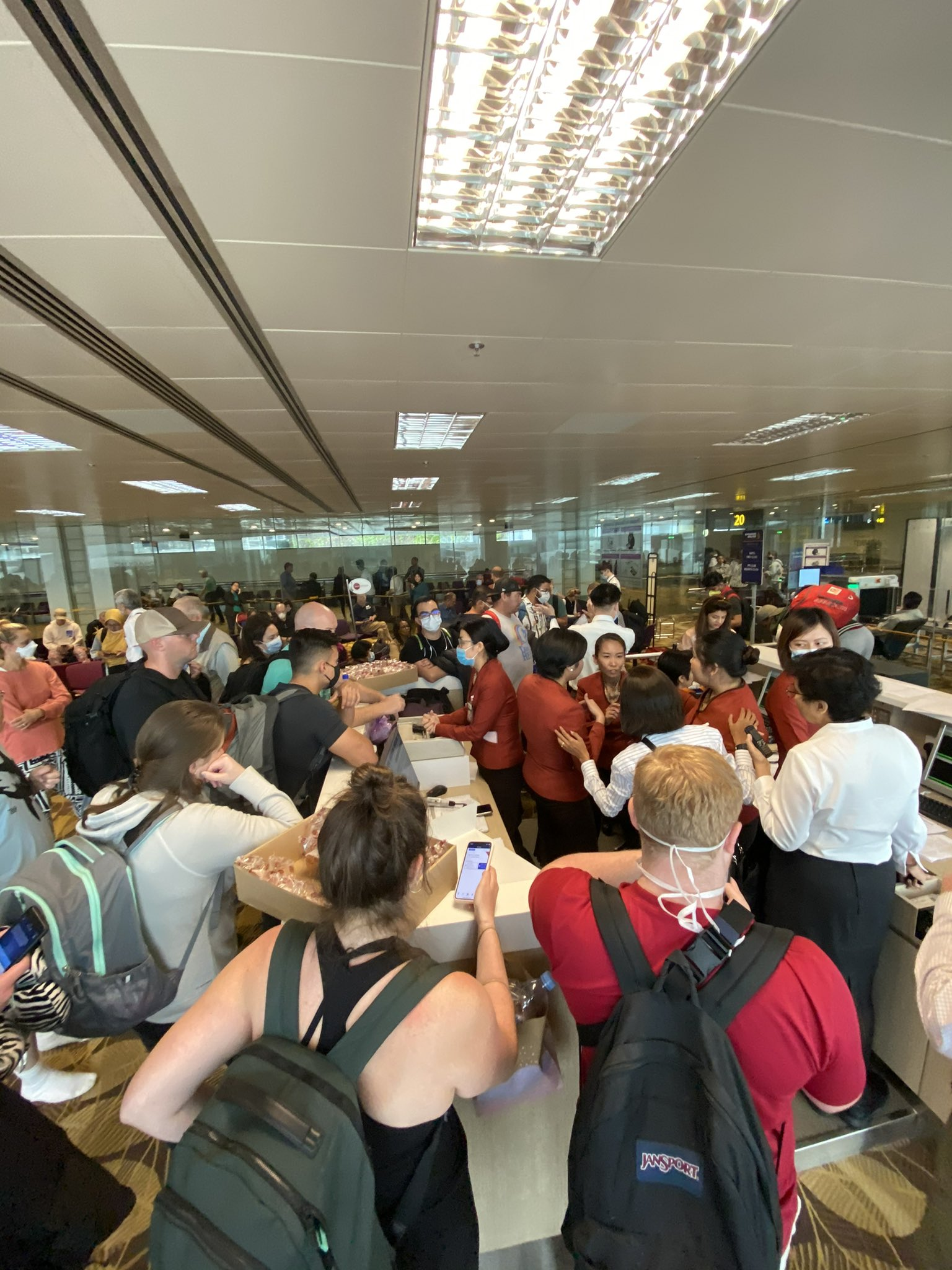 Singapore welcomed flights filled with European tourists this month, its first in roughly 1 1/2 years.