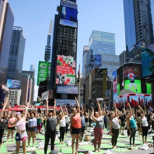 Yoga mob celebrate IDY, summer solstice at Times Square