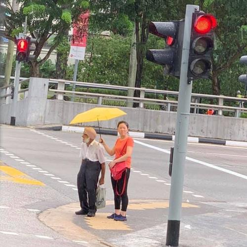 Respect for elders,  caring and concern: Chinese lady shows all as she shelters Sikh uncle from rain